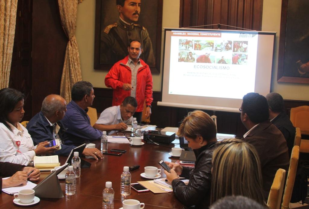 Ministro Velásquez Araguayán expuso planes ante la Comisión de Ecosocialismo de la ANC