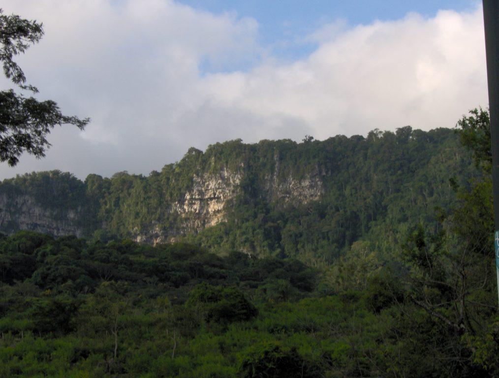 Resultado de imagen para La Fosa de San Luis, el lago subterráneo más largo del país en la Cueva del Río Acarite