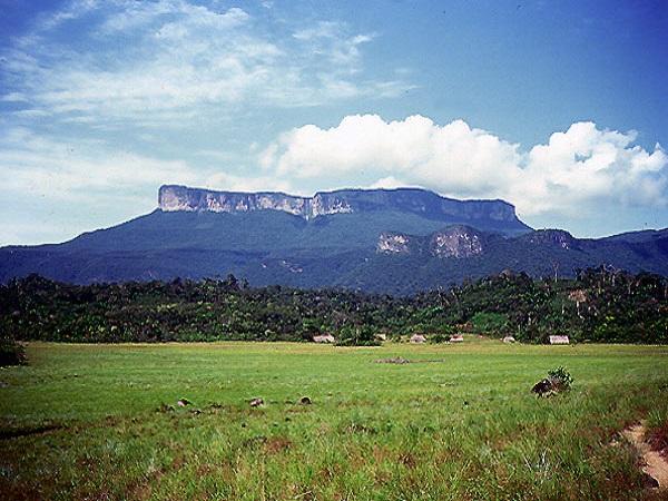 Inparques y comunidades indígenas buscan fortalecer el turismo en Canaima