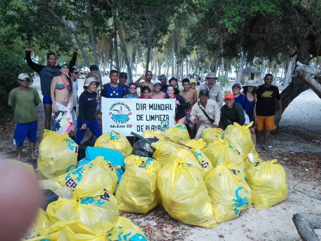 Parque Nacional Morrocoy celebró el Día Mundial de las Playas con jornada de saneamiento