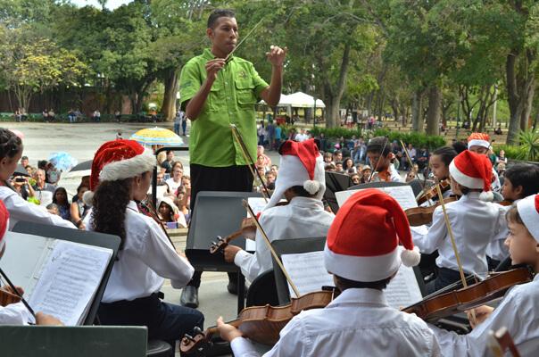 Concierto de fin de año se desarrolló en el Parque Generalísimo Francisco de Miranda