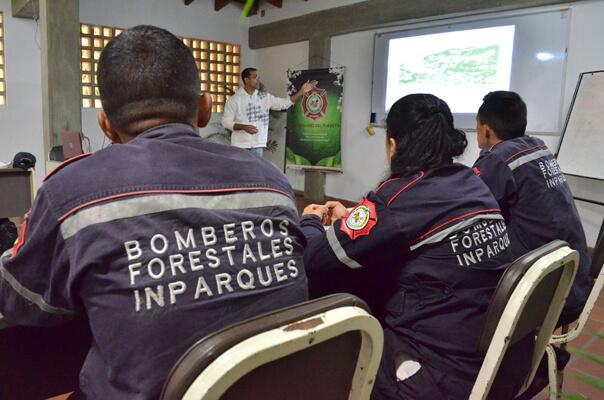 Bomberos Forestales se capacitaron en gestión integral de incendios