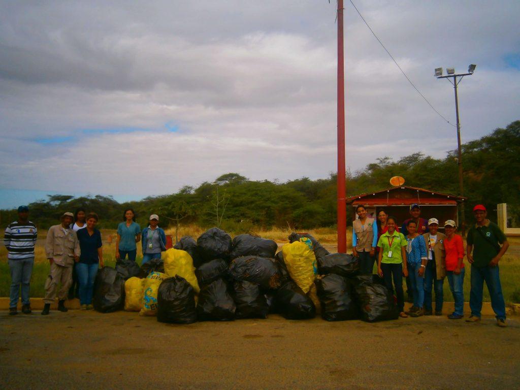 Recolectados 1.140 kilogramos de desechos sólidos en los Médanos de Coro