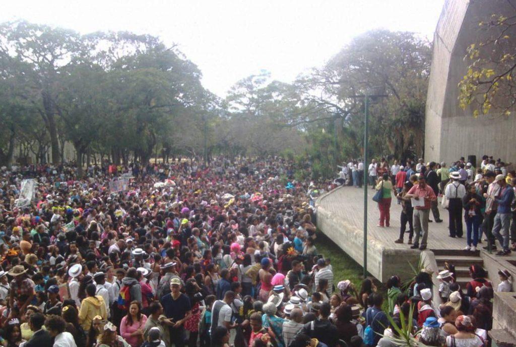 La música y los disfraces se dieron cita en el Parque Generalísimo Francisco de Miranda