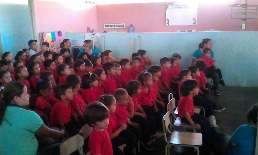 Dictan charla de sensibilización ambiental a estudiantes en Apure