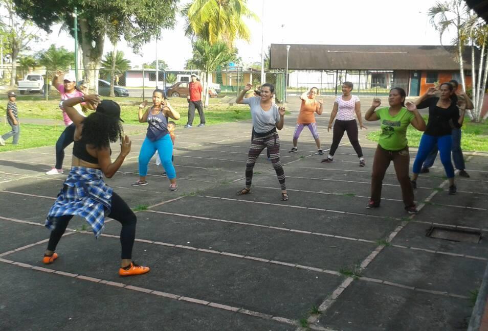 Inparques invita a los días de bailoterapia en el Parque Central Tucupita