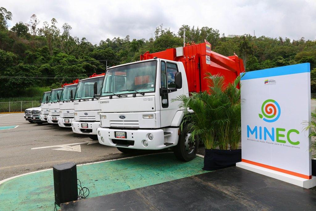 Gobierno nacional entregó 19 compactadoras de basura