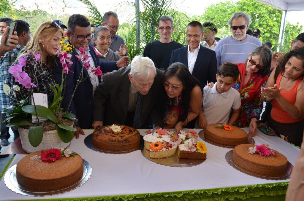 Inparques celebró los 91 años del maestro de la arquitectura Fruto Vivas