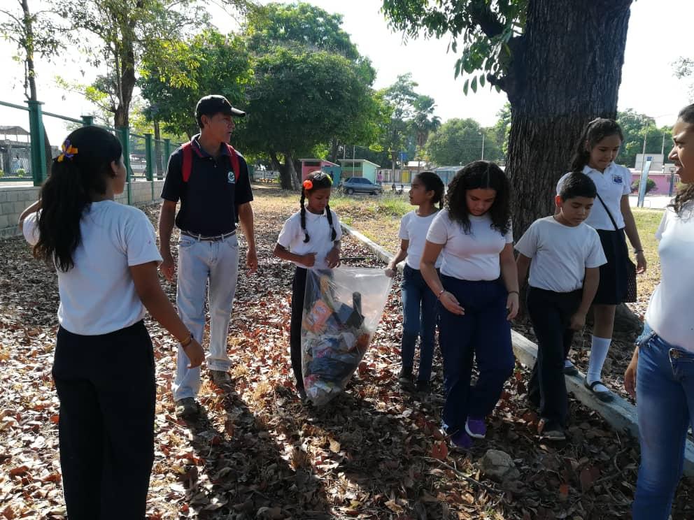 Programa Voluntario Nacional Amigos del Parque contribuye con el embellecimiento de parques cojedeños