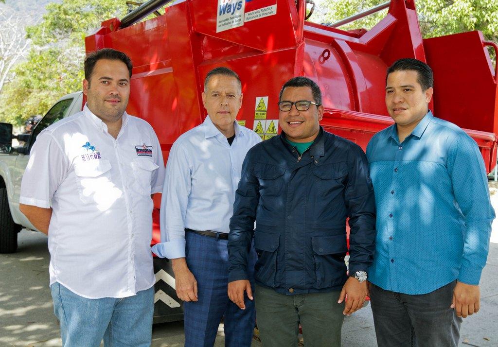 Ministro Heryck Rangel entregó compactadora para Misión Venezuela Bella en el municipio Sucre