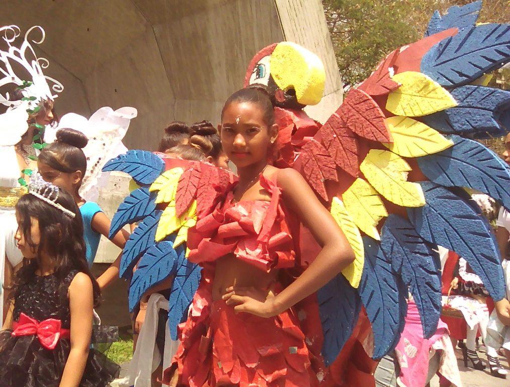 Caraqueños disfrutan carnavales ecológicos en el parque Miranda