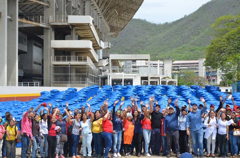 Minec participó en la entrega de 500 tanques azules en Anzoátegui