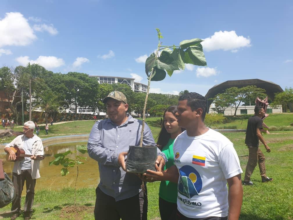 Viceministro Josué Lorca participó en la plantación de 100 árboles en el Parque Alí Primera
