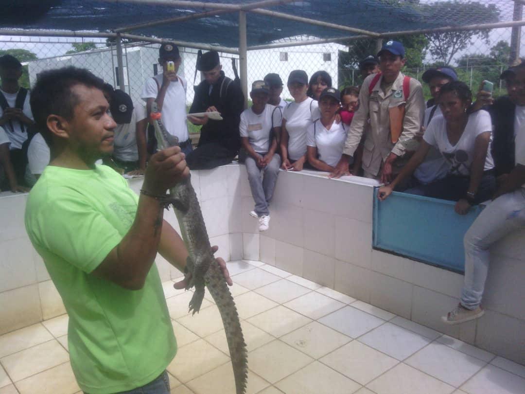 Aspirantes a guardaparques visitaron zoocriadero del caimán del Orinoco