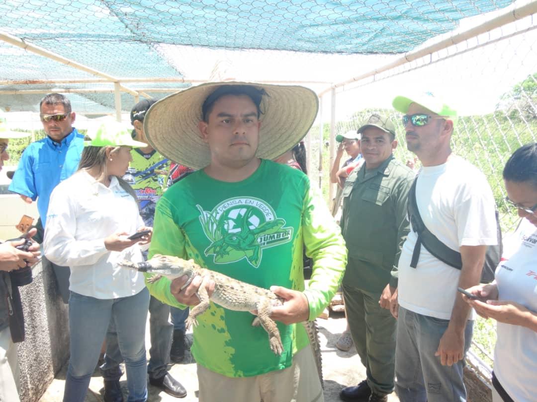 Competidores del rally Nuestros Ríos son Navegables conocieron al caimán del Orinoco